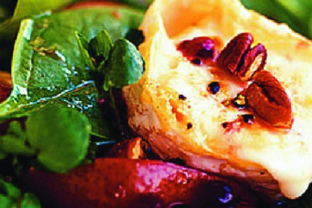 Salat s hruskami a kozim syrom