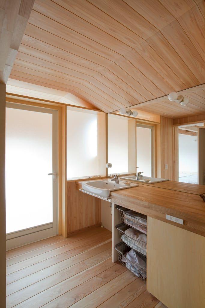 浴室のデザイン:荏田町の家をご紹介。こちらでお気に入りの浴室デザインを見つけて、自分だけの素敵な家を完成させましょう。