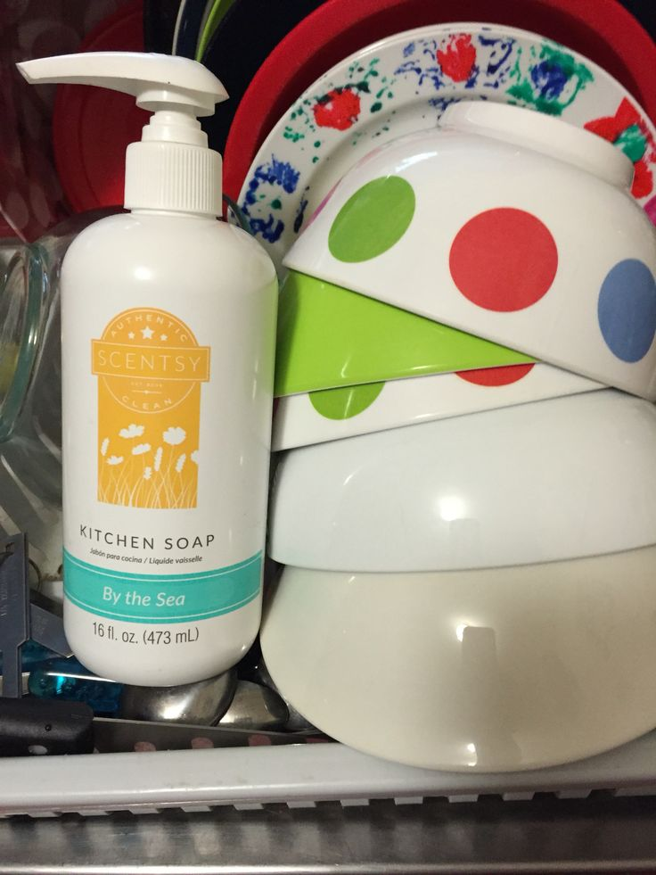 Scentsy kitchen soap, maybe washing dishes still isn't fun but at least it smells great and check out that shine! #scentrestage #clean #dishes