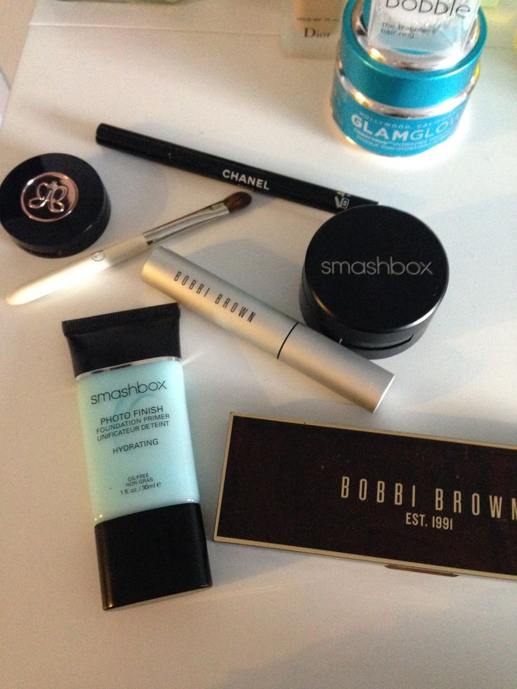 Smashbox primer, Bobbi Brown eye shadow, mask from Glam Glow, Anastasia brow powder, Smashbox blush, Bobbi Brown mascara, Leco pencil, Chanel eyeliner
