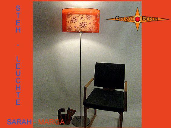 Unsere SARAH-BIANCAhier als Stehlampe h 160. Ein Hauch aus orangefarbender Organza Seide mit zart schimmernden Blütenmotiven umhüllt den inneren Schirm aus weißem Leinen. Einmalig schön.