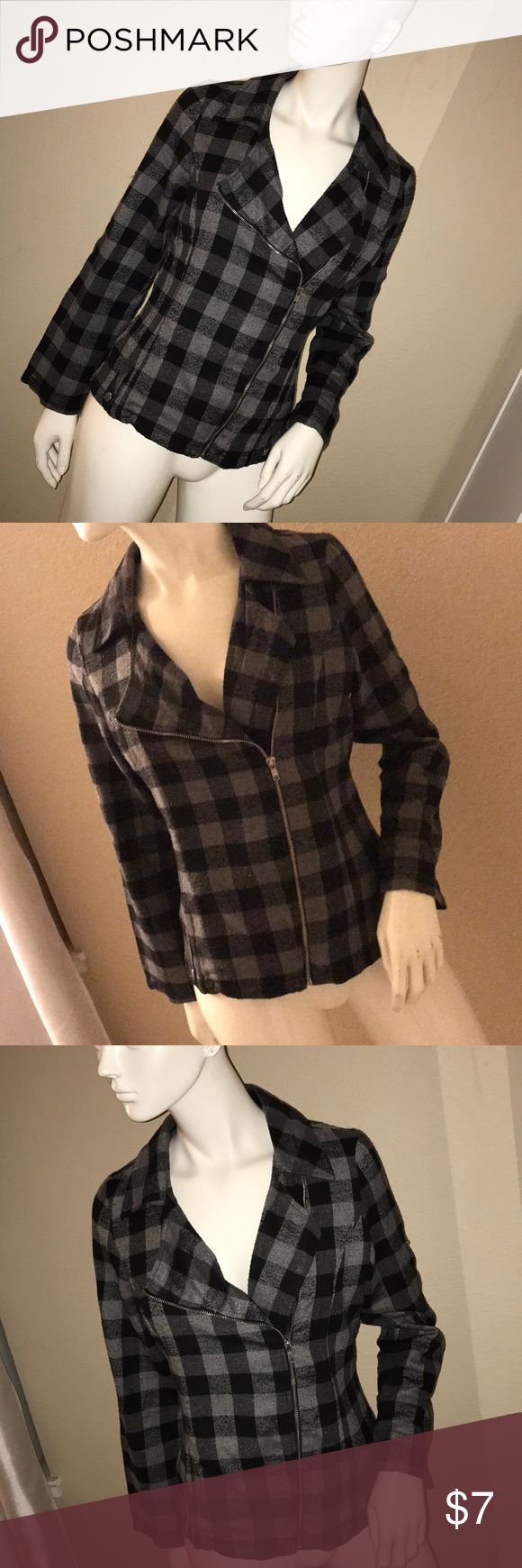 Flannel Jacket Good condition, zip up, sleeves can be