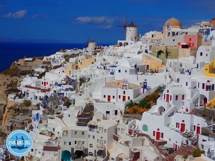 The Greek island Santorini: The busy Greek island of Santorini is located in the Aegean Sea and is part of the Cycladic archipelago. You probably have seen a picture of Santorini with the characteristic white houses with blue or white dome roofs. These are built against a hill and give the island a romantic atmosphere.
