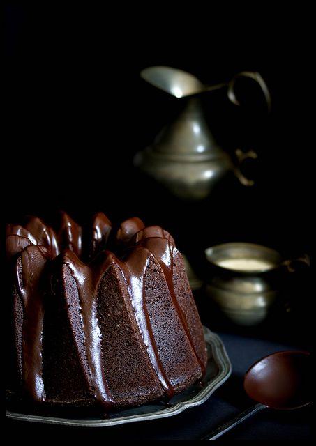 Saftiger Schokoladen-Espresso Gugelhupf mit Glasur aus dunkler Schokolade und Zimt by jultchik7, via Flickr