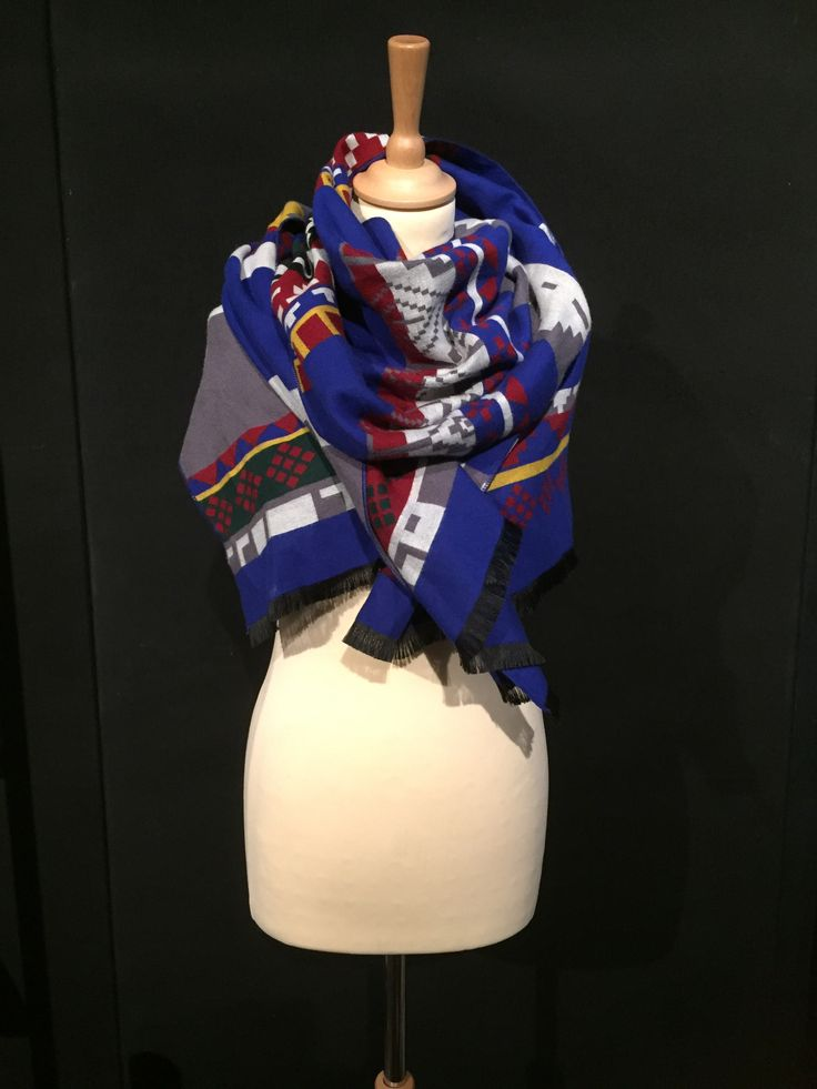 Beautiful scarf with aztec print made of cashmere and wool. Available at www.benthe-may.com
