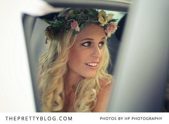 """Blomsterkrans i håret er et """"must"""" :)"""