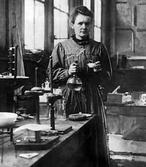 Marie Curie fue una química y física polaca Pasó a la historia por ser la primera persona en recibir dos premios Nobel, el primero de física en reconocimiento de los servicios rendidos en sus investigaciones sobre los fenómenos de radiación y el segundo de química en reconocimiento  por el descubrimiento de los elementos de radio y polonio,el aislamiento del radio y el estudio de la naturaleza.También fue la primera mujer en convertirse en profesora de la universidad de parís.