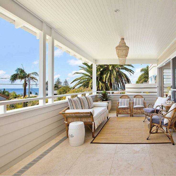 We are pea green with envy at this pristine bright and airy deck area overlooking the sea. Linea used on the walls adds a sharp clean coastal feel. By @gjgardneraus  #australianarchitecture #architecture #exterior #exteriordesign #scyonwalls