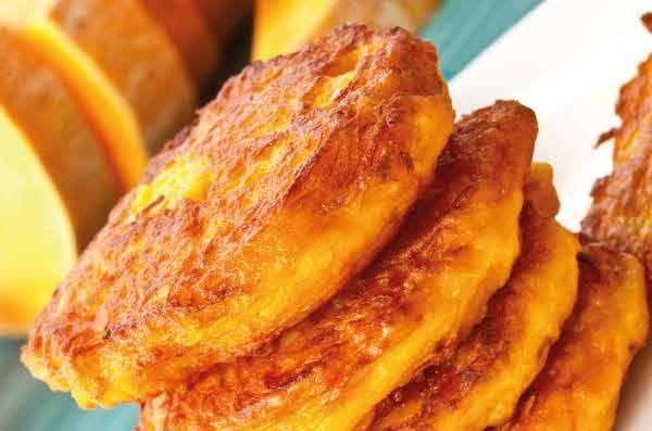 Met deze pompoenpannenkoeken (recept) ontbijt je als een keizer. Ze zijn lekker, voedzaam en super gezond. #kookboek