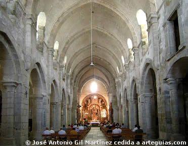 Interior de la iglesia abacial de Santa María de Meira, Lugo