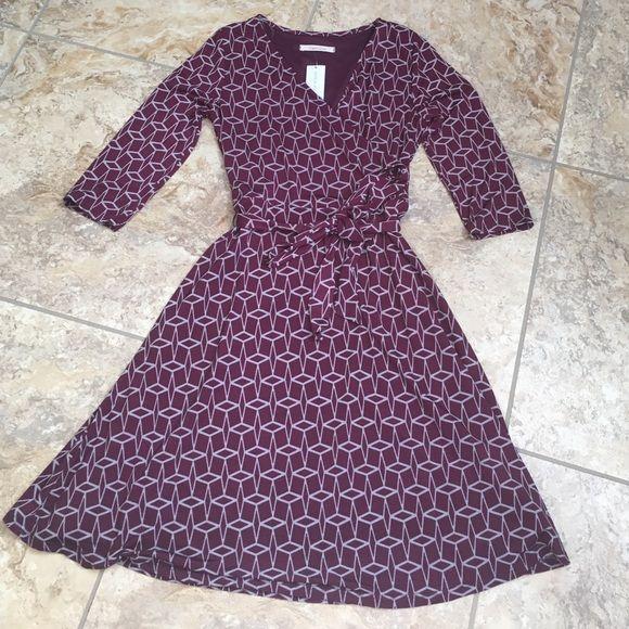 41Hawthirn dark purple wrap dress. 41Hawthorn Renesme Geo Cube Print Faux Wrap dress in dark purple. Size small. 41Hawthorn Dresses
