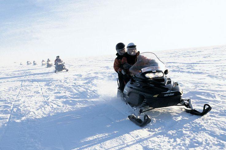 Neem zelf het stuur tijdens een onvergetelijke sneeuwscootersafari #finland