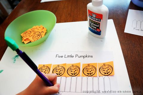Post image for Five Little Pumpkins Puppet Show and FREE printable book
