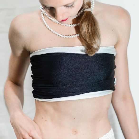 Bandeau top... Tube... Very comfortable bra not only for bikram yoga/hot yoga... Who tries, never want another top... Very stylish thanks to crossing at the bakside...  #siluetyogawear #madewithloveforyou