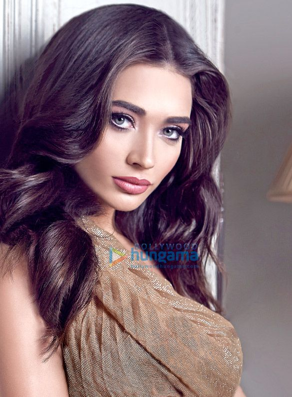 Download Amy Jackson Photos online. Find more Hot Amy Jackson HD Photos also in multiple screen resolutions at Bollywood Hungama