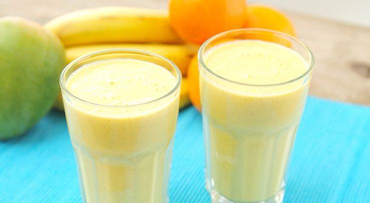 Recept voor appel/sinasappel smoothies: 2 personen Ingrediënten: Sapcentrifuge Blender 1 appel 1 sinaasappel Yoghurt Bereidingswijze: 1.Pers de sinaasappel in de sapcentrifuge en stop het in de blender. 2. Schil de appel en snij het in stukjes. 3. Stop de appel in de blender. 4. Voeg de yoghurt toe. 5. Klaar!