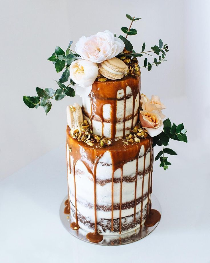 caramel drip layer cake by Sunshine Coast bakery Tome
