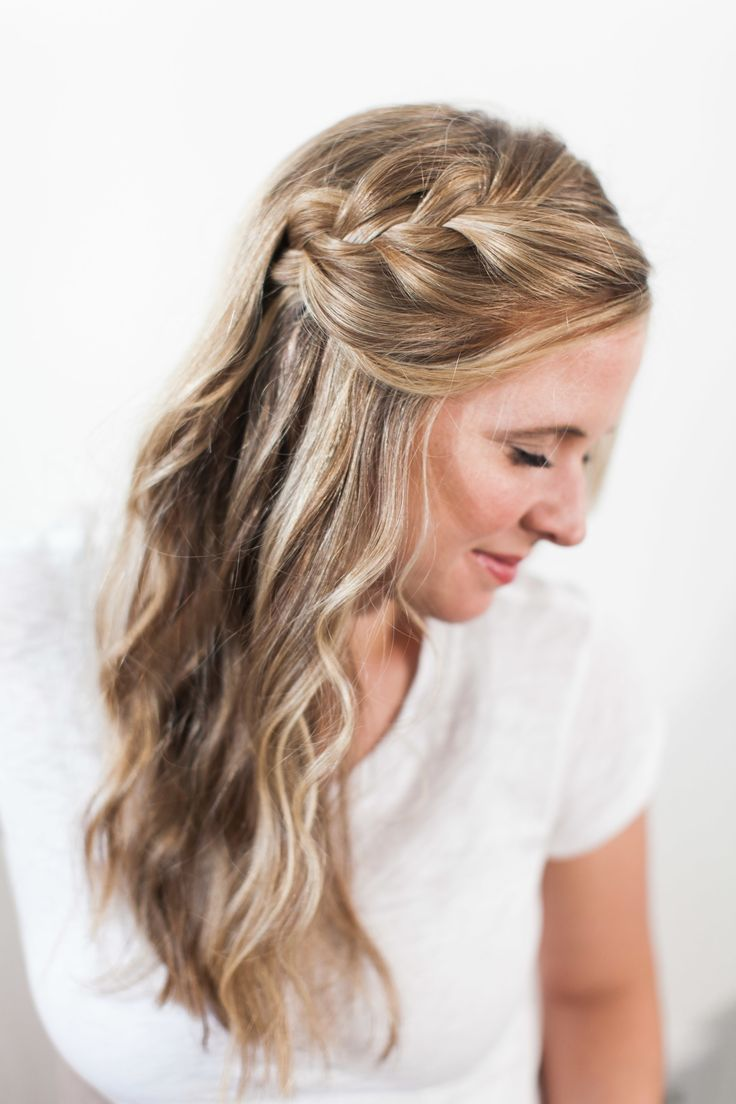 "<div>Any style that takes less than 5 minutes to do should be in your mama hair arsenal. And when it's as pretty as this one? You'll be coming back to it time and again. Get the tutorial <a href=""http://www.stylemepretty.com/living/2015/05/14/romantic-side-braid/"">here</a>!</div>"