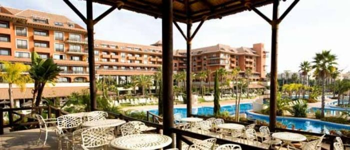 Puerto Antilla Grand Hotel Un rincón tropical en la costa de Huelva con una cuidada oferta de bienestar en un espacio de más de 1.000 m2 junto al mar.