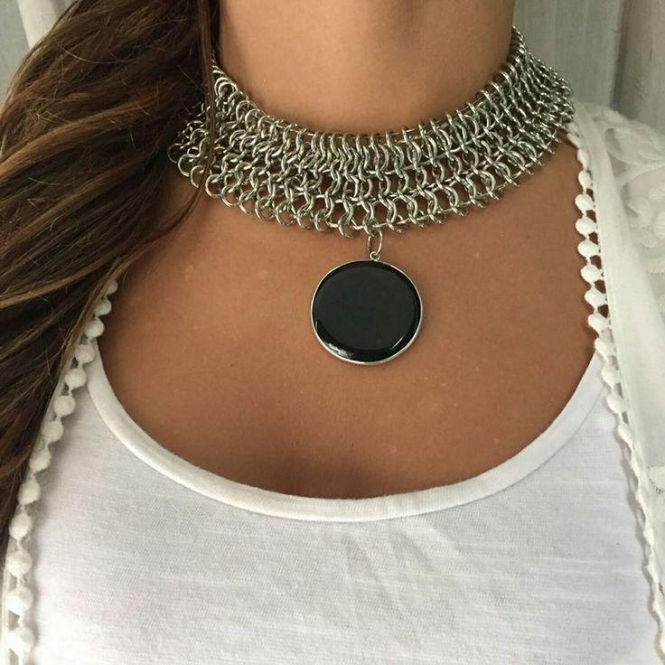 IN LOVE  nuestra pechera con medallón de obsidiana negra no te parece un clásico genial para vestir en cualquier outfit ??? #angelesdecristalaccesorios #chic #instalike #inlove #obsidiananegra #bohostyle #hechoconamor #pensandoenvos #moda #tendencia #aw17  #mujeresemprendedoras #emprendedores #gemstone #necklaces ♀ Ph: GMg  Ella: VFg