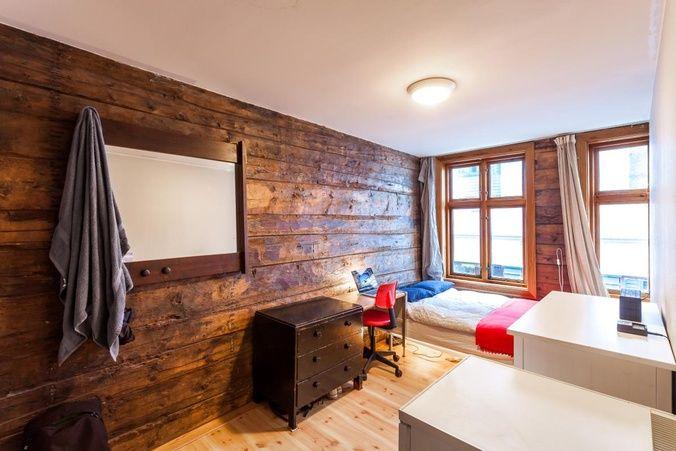 10 Rom i bofellesskap (11m²) | Østre Skostredet 8, Sentrum, Bergen | Månedsleie: 5000,- | Stort bokollektiv bestående av 10 private rom, 3 kjøkken, stue, 2 dusjer og 2 toaletter. Kollektivet... | 261182