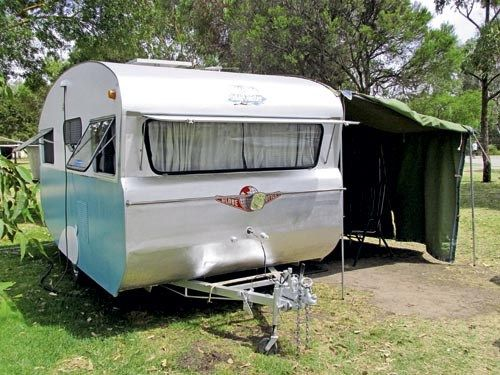 RETRO 1960s GLOBETROTTER CARAVAN | Caravan World Australia