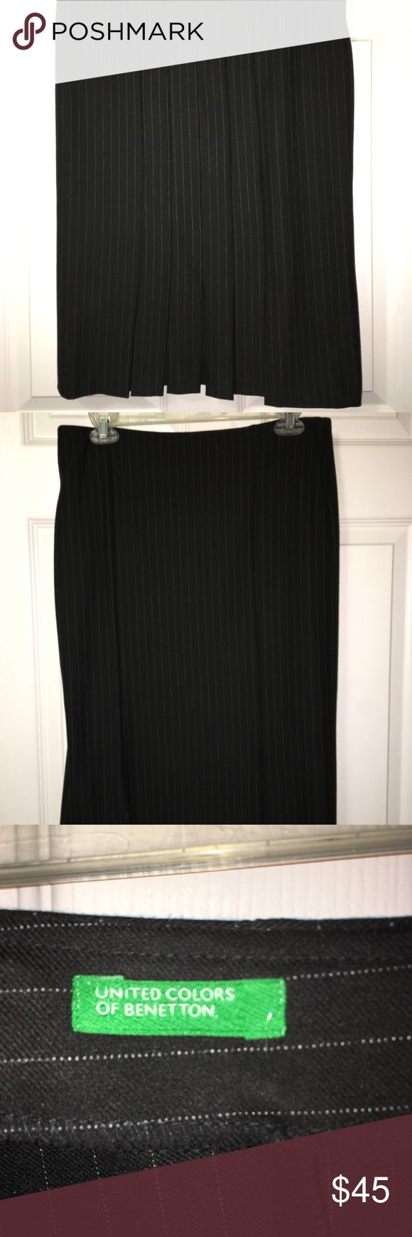 United Colors of Benetton Black Pinstripe Skirt EU United Colors of Benetton Black -Taglia 42 (Size 4-6) - 26 ½ inch length - 16 inch waist - 6 ½ inch pleats from the bottom United Colors Of Benetton Skirts Midi