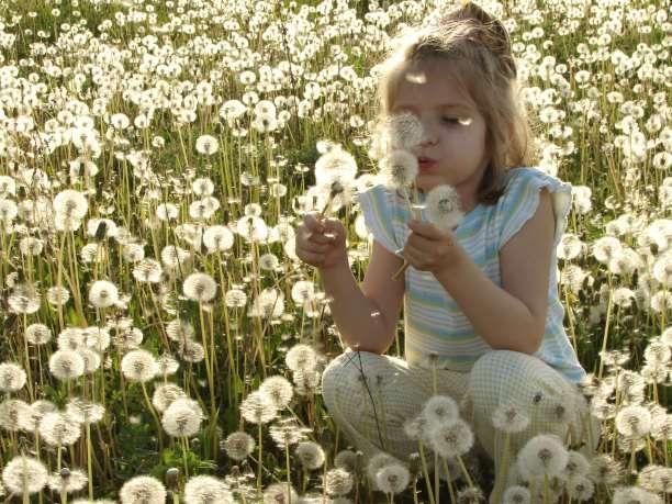 Πώς μπορούν οι γονείς να βοηθήσουν το μικρό τους να μάθει να βλέπει τη ζωή με τα γυαλιά της αισιοδοξίας; Να σκέφτεται θετικά και να ονειρεύεται; Για να γίνει αυτό θα πρέπει να βγει από το λεξιλόγιο σας η λέξη «μη». Αυτό δεν συνεπάγεται αυτομάτως ένα παιδί χωρίς όρια και κανόνες. Για να καταλάβετε τη …