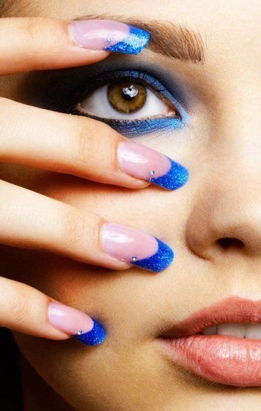 perfect blue nails   look the strass details ******