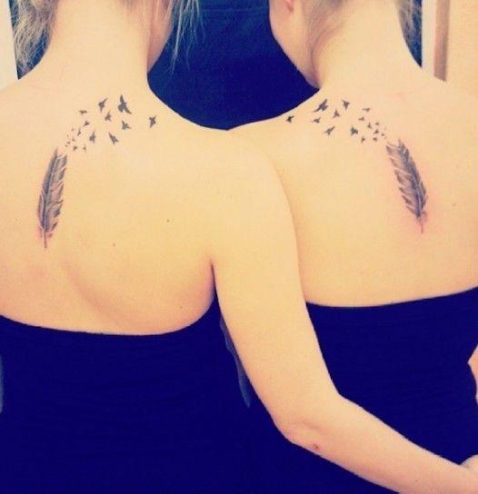 Tatuaggi per sorelle con piuma