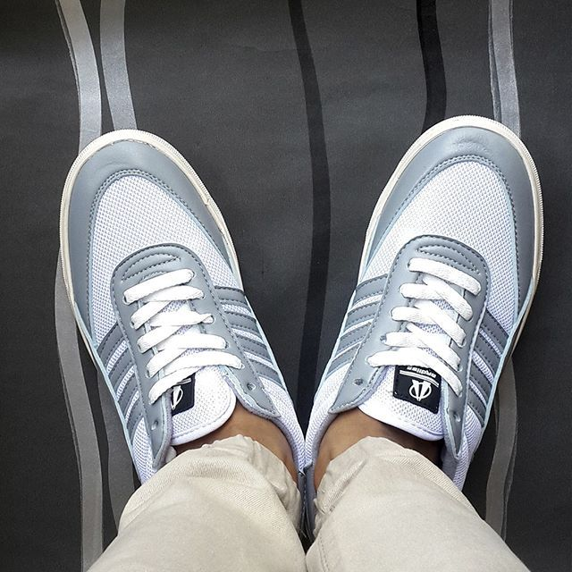 Perjalanan besar dimulai dari langkah kecil dan pikiran yang fokus. Mari melangkah bersama Ardiles Sneakers  #ardiles #ardilessneakers #sneakers #indonesia #madeinIndonesia #NaturalRubber #doodle #fashion #pictoftheday #ootd #casual #keren #kekinian #livefolkindonesia #traveling #jalan2man #indie #jakarta #bekasi #surabaya #medan #palembang #pekanbaru #manado #tangerang #bandung #onlineshop #olshop