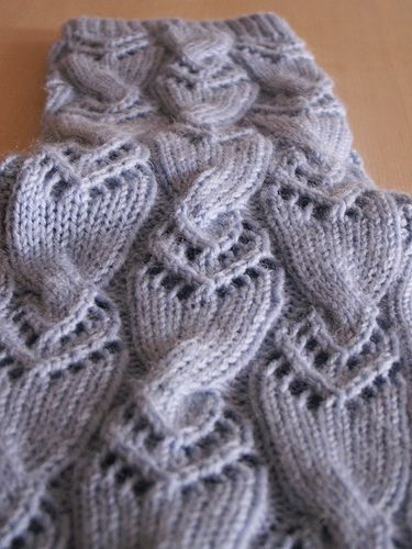 Ravelry: steffilinden's Komet - a beautiful combination of lace and cable knitting. free_pattern