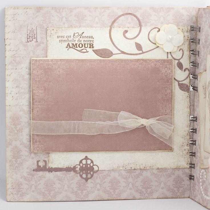 ¡Buenos días de miércoles! Me hace mucha ilusión enseñaros este mini album, hecho con los bonitos papeles de Pion Design . Este mini lo hice...