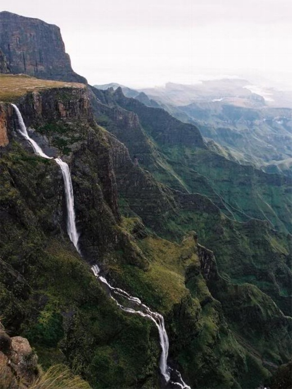 Tugela Falls - Tugela Falls is the world's second highest waterfall.[1] The total drop in five free-leaping falls is 948 m (3,110 ft). They are located in the Drakensberg (Dragon's Mountains) in the Royal Natal National Park in KwaZulu-Natal Province, South Africa.