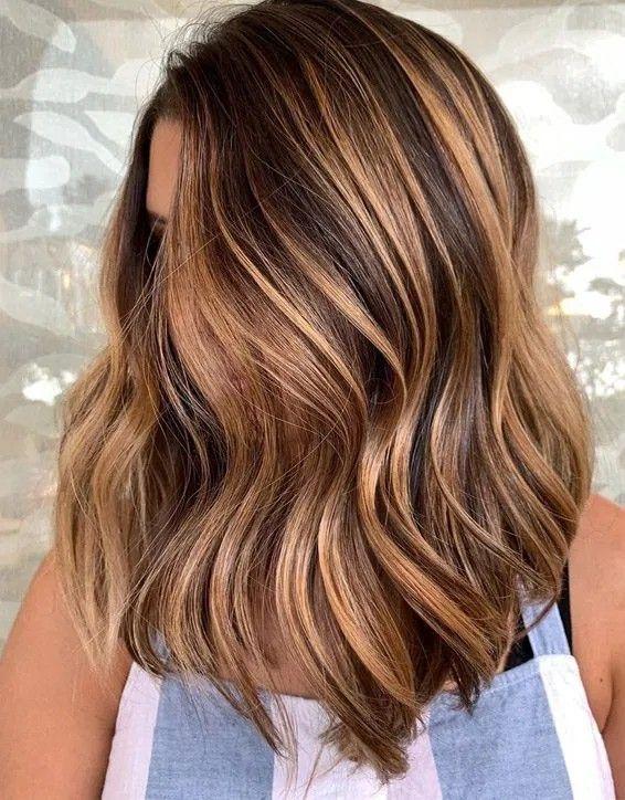 Bronze In 2020 Mittellange Haare Frisuren Einfach Dunkle Haare Farben Karamellbraune Haarfarbe