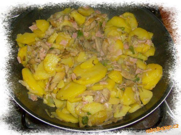 Hlíva s bramborama - jídlo z jedné pánve:-)