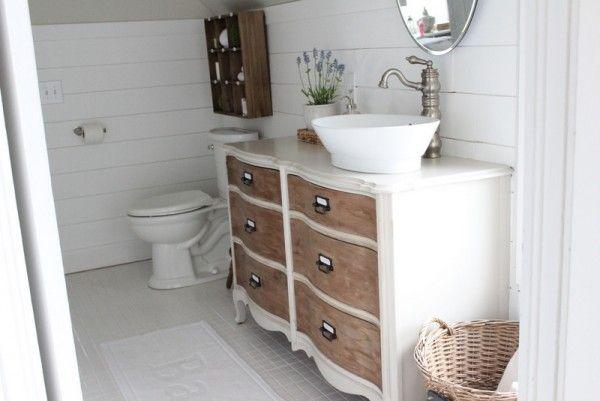Trasforma una credenza in un bagno vanità - amare il colore di due toni eclecticallyvintage.com