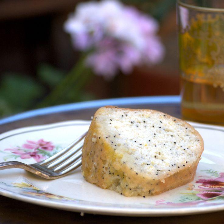 Lemon and poppy seed syrup cake (torta al limone e semi di papavero)