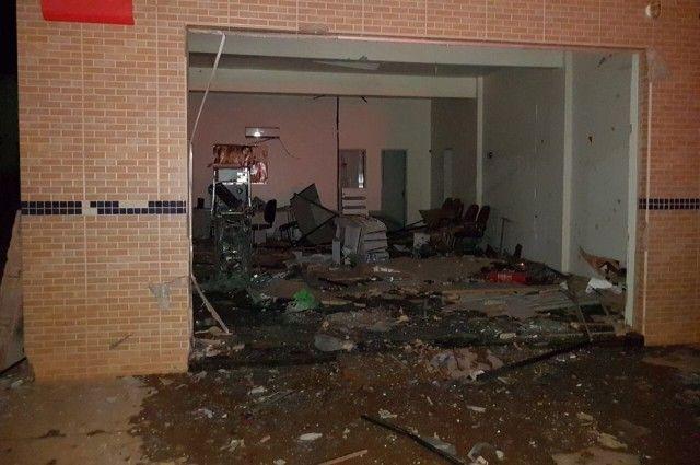 #News  Homens explodem caixa, atiram nas casas de PMs e no quartel em Cabeceira Grande
