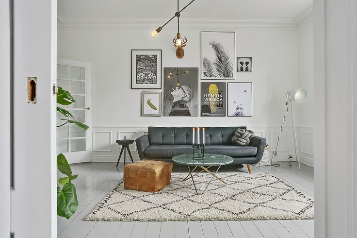 Cool apartment Frederiksberg Copenhagen, Housedoctor Lamp Sofakompagniet Couch, Moroccan Carpet, Marble Table, Gallery wall - Lokal bolig Nordre Fasanvej