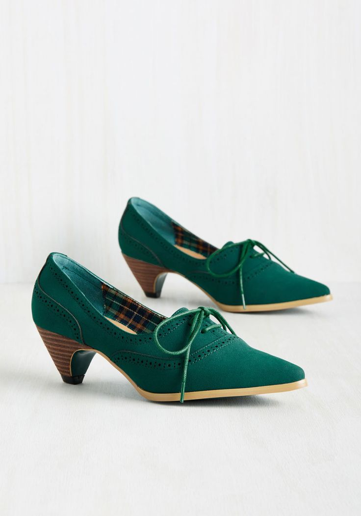 Exam Day Elegance Heel in Emerald. You dress the part of an A achiever in these Oxford heels! #green #modcloth