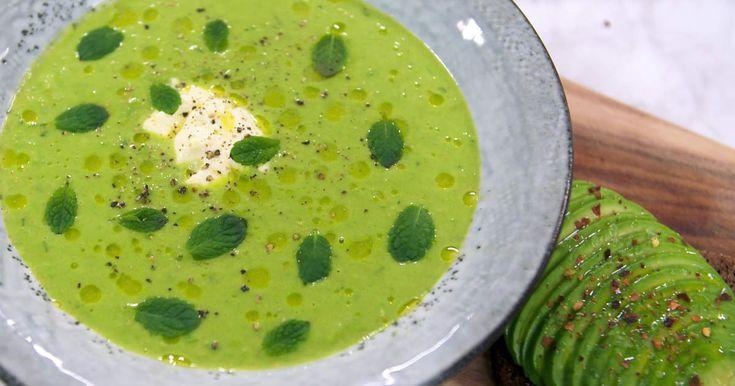 Busenkel grön ärtsoppa som serveras med en avokadomacka. Riktigt god vardagsmiddag till liten kostnad.