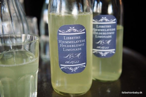 Homemade lemonade with customized labels - www.itsfashionbaby.dk