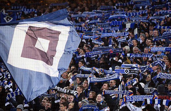 Fans beim Heimspiel gegen den FC Augsburg (1:0) ; Den Spirit mit in die Rückrunde nehmen und die Unterstützung der Fans !! ...nur der HSV !!