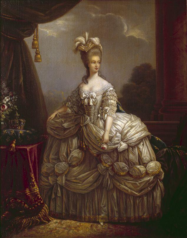 María Antonieta, con 24 años, posando con un suntuoso robe à la française (vestido de gala).