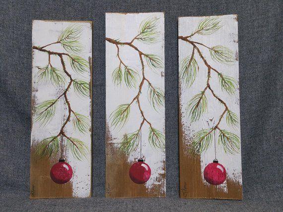 Rote Weihnachtsdekoration, Weihnachtsgeschenk, Kiefernzweig mit roter Birne, handgemaltes zurückgefordertes Scheunenholz, Weihnachtsdekoration   – Christmas wood