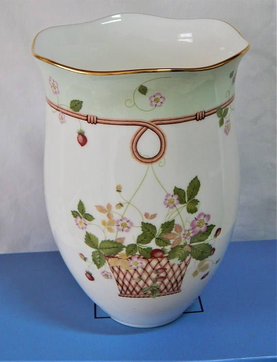 Wedgwood England Bone China Wild Strawberry 5 1 4 Bud Vase The Quality And Detail Are Exquisite This Is A Nice Size Measuring Roximately