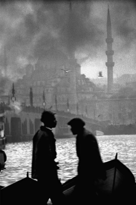 Boatmen in the Golden Horn, Old Galata Bridge and the New Mosque, 1956, photo by Ara Güler (please repin with photographers credits)