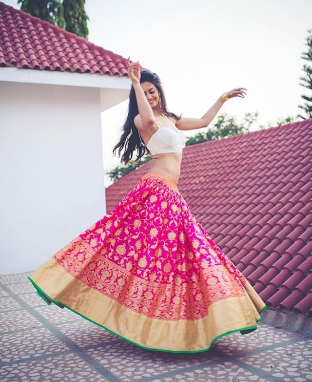 With a skirt that gorgeous you can't help but dance outfit by @bhargavikunam #lehenga #pink #indianbride #brides #bride #wedding #weddingday #banaras #lehenga #weddingday #silk #sangeet #indianwear #indianfashion #girl #love #twirl #pretty #instapretty #instalove #igers