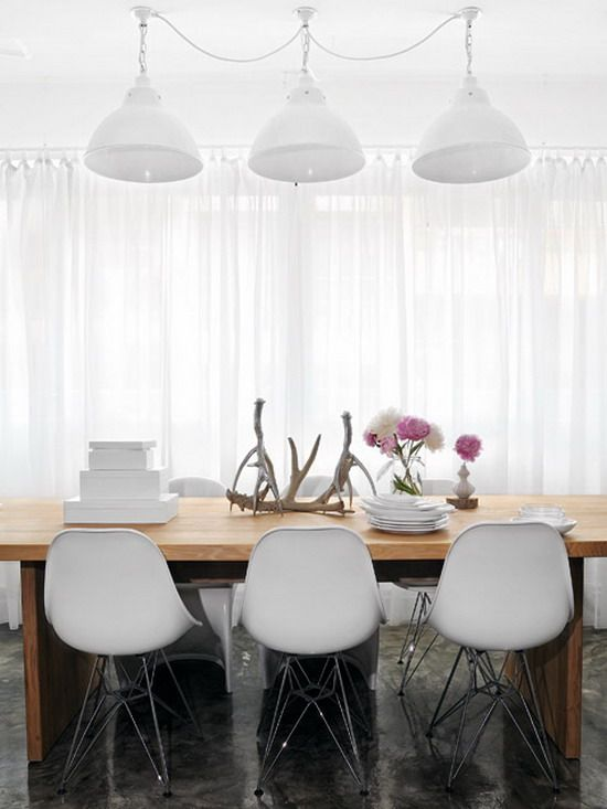 Wood Table in Contemporary Dining Room Design